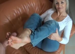 Footjob mature platinum-blonde
