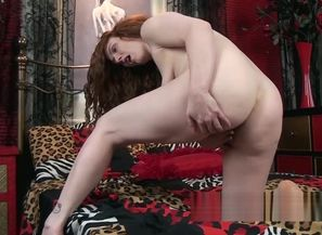 Annie M gets nude and drains in sofa