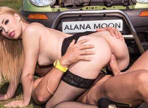 Super-steamy Hitchhiker Alana Moon..