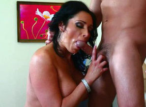 Lush mom Vannah Sterling demonstrates..
