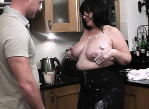 Plump hotwife on the kitchen