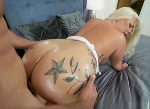 blond Phat ass white girl takes it..