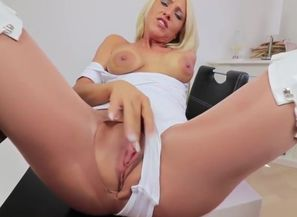 Brit Inexperienced Cougar Takes A..