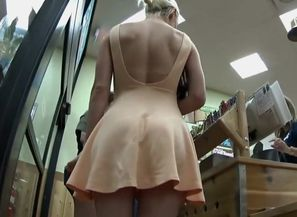 Milf's upskirt in the supermarket