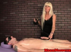 Mature massagist jacking during  rubdown