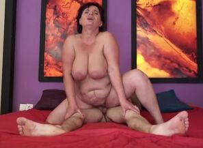 Beauteous big-titted mature lady in..