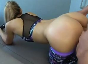 Gigantic donk blondie mommy need hump..